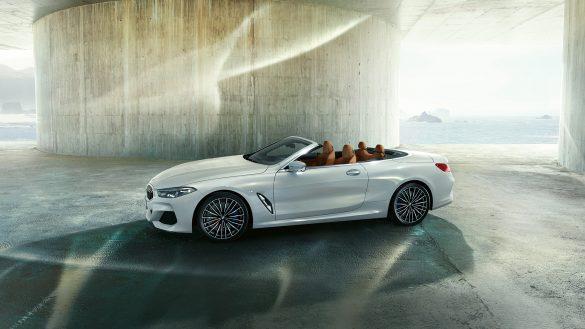 BMW 8er Cabrio von links