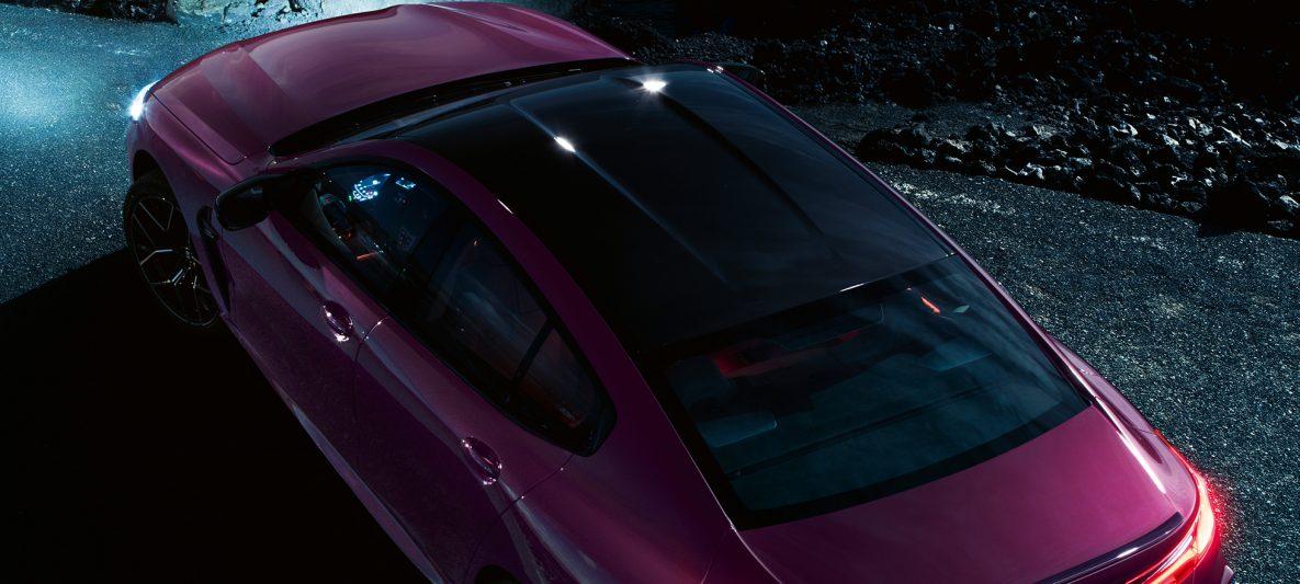 BMW M8 Competition Gran Coupé mit M Carbondach F93 2020 BMW Individual Ametrin metallic Vogelperspektive