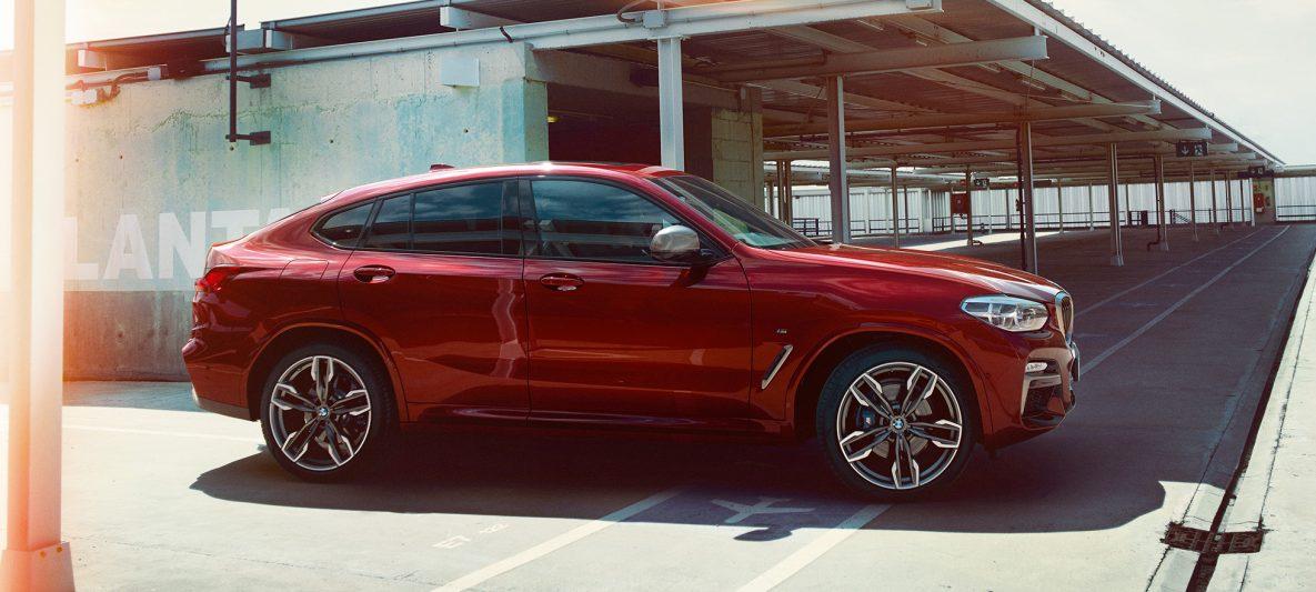 Sportliche Silhouette BMW X4 M40i G02 2018 Flamencorot Brillanteffekt Rot Seitenansicht