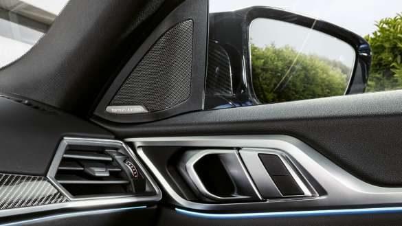 BMW M IconicSounds Electric BMW i4 M50 G26 2021 Innenraum Tür mit Lautsprecher